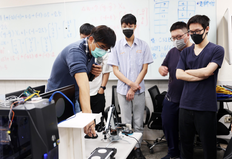 勞動部推產業新尖兵計畫 青年學技能還有補助領 雲嘉南區逾50班招生中