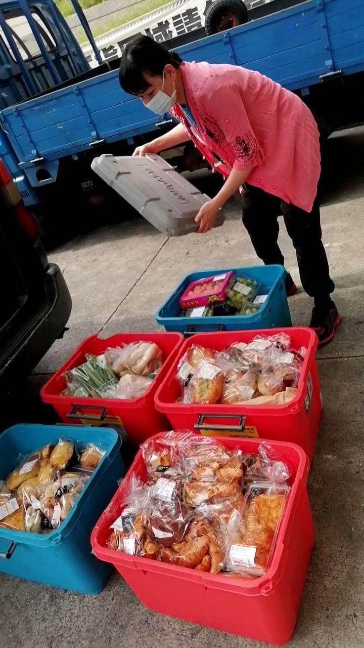 ▲多福教育關懷協會為愛心食物銀行收集物資並發放給弱勢家庭